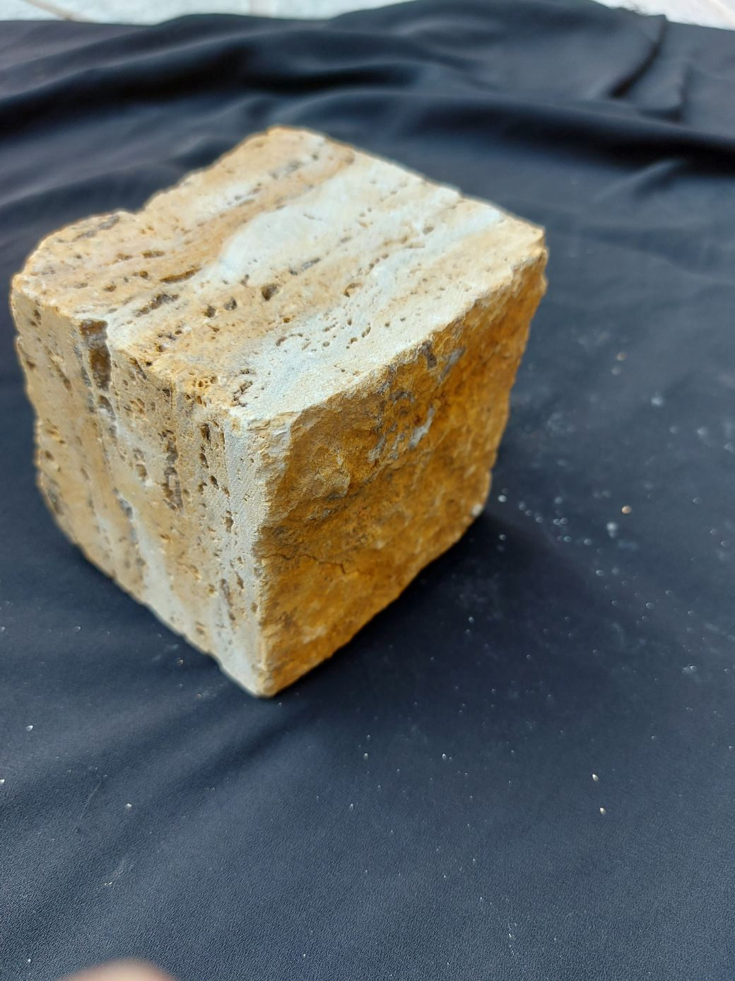 Cubic Isp stone